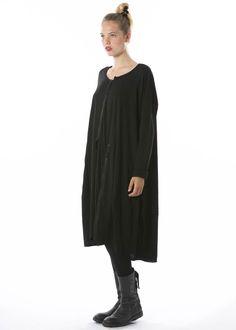 Onesize Kleid von RUNDHOLZ DIP http://dagmarfischermode.de #rundholz #dip #designer #german #fashion #black #style #stylish #styles #outfit #shopping #lagenlook #oversize #onesize #dagmarfischermode #shop #outfit #cool #autumn #fall #winter #mode #extravagant