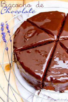 bizcocho de chocolate Choco Chocolate, I Love Chocolate, Chocolate Recipes, Chocolate Blanco, Thermomix Desserts, Bakery, Vegan Recipes, Good Food, Sweets