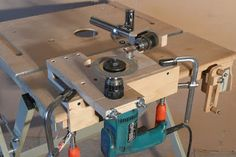 Sharpening router bits