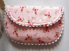 The Peony Clutch Purse Pattern + How to Add Ric-Rac to Seams + More Ric-Rac Sewing @ sew-whats-new.com