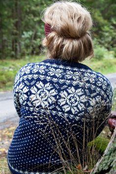 Want to make this, in dove blue/white or grayish blue/white <3.  From Kofteboken, Samsøe&Sandvik