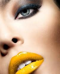 Yellow lips, gray eyes.