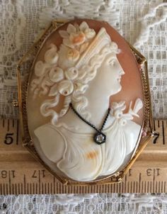 Beautiful! 14KT Gold Vintage Antique Diamond Stone Carved Cameo Pin/Pendant!