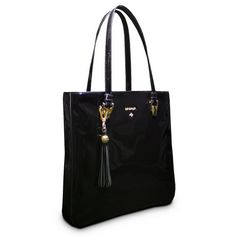 Bolso de formas rectas perteneciente a la colección Jade en color brillo Negro. Sencillo y muy práctico por su capacidad. Cierre con Cremallera..