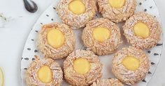 Aujourd'hui, je vous propose une recette assez simple, des petites biscuitsempreintes (Thumbprint cookies) au zeste de citron biencroust...