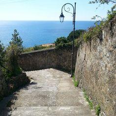#Framura a un passo da #DeivaMarina. Qi il tempo sembra che si sia fermato. #Baiedellevante tra #Cinqueterre e #Portofino.