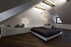 Современная мансардная квартира на чердаке от студии YCL / CURATED.ru