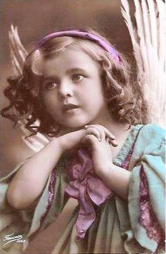 Vintage Postcard ~ Sweet Angel by TeriSue Vintage Children Photos, Vintage Girls, Vintage Pictures, Old Pictures, Vintage Images, Old Photos, Angeles, I Believe In Angels, Angels Among Us
