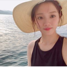 The Natural Beauty of Lee Sung Kyung 이성경 without wearing her make up on Lee Sung Kyung, Panama Hat, Natural Beauty, Nature, Naturaleza, Natural, Raw Beauty, Scenery