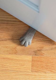 Let's face it, my cat is the only reason I need a door stopper, or else she constantly scratches at the door. Lend Me a Paw Doorstop, Crazy Cat Lady, Crazy Cats, Vintage Toys, Retro Vintage, 3d Templates, Decoration Originale, Door Stopper, Cat Paws, Modcloth