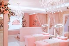 Pink will always have our hearts 💕 - What feelings does a baby pink lash room portray? 🌸 femininity 🌸 softness 🌸 calmness 🌸 purity - No… Nail Salon Design, Nail Salon Decor, Salon Interior Design, Interior Design Color Schemes, Spa Room Decor, Beauty Room Decor, Beauty Salon Decor, Makeup Studio Decor, Beauty Bar