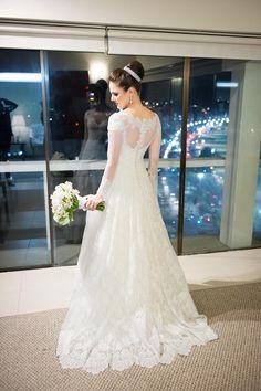 Tão linda a nossa noivinha Simone Borges!  Joias Malcade, Wedding Dress #AtelierCarlaGaspar