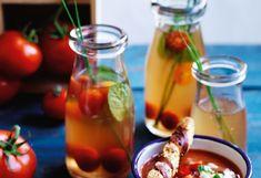 Tomaten-Consommé mit Minze und Schnittlauch
