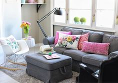 Lakásbemutató ~ PIN MAGAZIN Pink Color Schemes, Sofa, Couch, Home Living Room, Pink Grey, Room Inspiration, House Plans, Sweet Home, Modern