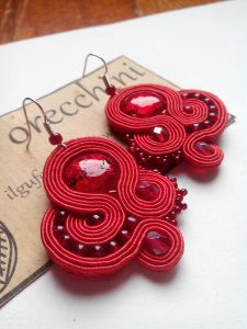 red soutache earrings Soutache Earrings, Ring Necklace, Shibori, Projects To Try, Handmade Jewelry, Diy Crafts, Fancy, Cuffs, Crafting