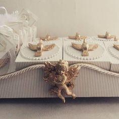 Belissima bandeja para lembranças de nascimento.  Anjo e pés em resina.  Um…