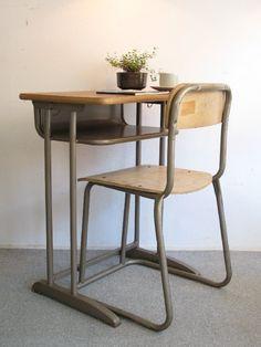 【アンティーク 古道具 JIKOH】レトロ ジャパン ヴィンテージ 古い学校机とイスのセット【楽天市場】懐かしい感じです。が大人がいけるサイズです。