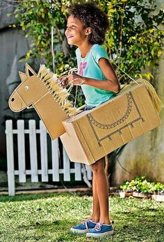 Learn how to reuse the cardboard - Lili Maeda - - Aprenda a reutilizar o pap. - - Learn how to reuse the cardboard - Lili Maeda - - Aprenda a reutilizar o pap. Easy Crafts For Kids, Diy For Kids, Fun Crafts, Cardboard Box Crafts, Cardboard Toys, Activities For Boys, Halloween Costumes For Kids, Kids Horse Costume, Bird Costume