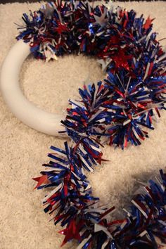 DIY fourth of july wreath made from foil garland. But could be any garland for any holiday! Patriotic Wreath, Patriotic Crafts, Americana Crafts, Wreath Crafts, Diy Wreath, Burlap Wreaths, Diy Crafts, Wreath Ideas, Mesh Wreaths