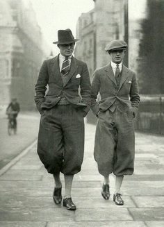 les temps sont gris 🌁 cambridge undergraduates in plus fours retro vintage men masculin male fashion mode the twenties Vintage Men, Mode Vintage, Retro Vintage, Roaring Twenties, The Twenties, Old Pictures, Old Photos, Style Vintage Hommes, Vintage Style