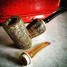 Old school meets new school, a special collaborated effort from pipe maker Chris Morgan and Missouri Meerschaum Corn Cob Co. This is one of a Limited Edition Reverse Calabash Wasp Corn Cob Pipes, I purchased it with 2 stem assemblies.  banjo