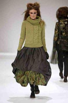 grundahl half cabled like the assymetry - PIPicStats Knitwear Fashion, Knit Fashion, Boho Fashion, Womens Fashion, Fashion Design, Fashion Trends, Cardigan, Mode Inspiration, Beautiful Outfits