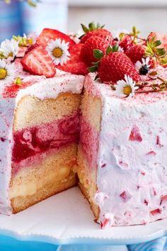 Schwedische Erdbeertorte: Sündhaft lecker! Fruit Recipes, Cake Recipes, Vanilla Cake, Bakery, Cheesecake, Pie, Sweets, Cookies, Food