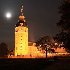 Wir hoffen ihr hattet ein schönes #Wochenende und lasst den #Abend gemütlich ausklingen.  We hope you had a great #weekend. Enjoy the #sunday #evening. #visitbawu #visitkarlsruhe #karlsruhe #schloss #castle #visitgermany #joingermantradition #bwjetzt #germany #germanytourism #travel #picoftheday #love #night #lastnight #nofilter #nightshot #travelblog