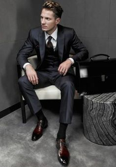Modern Male Black Suit Styles With Dark Brown Dress Shoes Fashion Mode, Fall Fashion Outfits, Suit Fashion, Autumn Fashion, Mens Fashion, Fashion Ideas, Style Fashion, Fashion Shoes, Formal Fashion