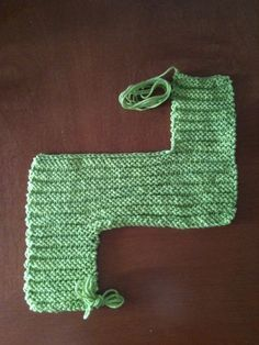 Knitted Swiffer Pad: I really hated using the old fashioned sponge mops (or really any sponges for that matter) because once you use them, they're all full of dirt, and then you're just spreading… Loom Knitting Projects, Dishcloth Knitting Patterns, Arm Knitting, Knitting Stitches, Knit Patterns, Crochet Projects, Knitting Tutorials, Knitting Ideas, Knitting Designs