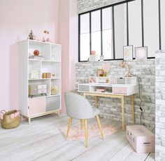 Pink and white children's office space | Maisons du Monde
