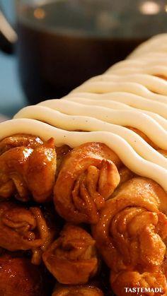 Easy Homemade Desserts, Easy Cake Recipes, Sweet Recipes, Dessert Recipes, Crowd Recipes, Cinnamon Roll Bread, Cinnamon Rolls, Easy Vanilla Cake Recipe, Chocolate Chip Recipes