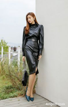 Hot Outfits, Classy Outfits, Fashion Outfits, Black Leather Dresses, Leather Skirt, Selena, Vinyl Dress, Leder Outfits, Pencil Skirt Outfits