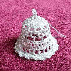 Krásné bydlení: 11 návodů na háčkované zvonky, které jsem sama vyzkoušela na Vánoce Holiday Crochet, Quilling, Origami, Crochet Earrings, Crochet Patterns, Crochet Hats, Ornaments, Christmas, Hobby