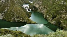 Huancaya se ubica en la Reserva Paisajistica Nor Yauyos Cochas y se encuentra a 290 Km (Vía carretera central) o 320 Km (Vía cañete) al sur este de la ciudad de Lima (8 horas en carro particular)). La reserva comprende parte de las provincias de Yauyos(Región Lima) y Jauja (Región Junin).