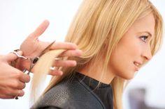 Il peut arriver que vous vous soyez coupé les cheveux courts, et que vous n'aimiez pas cela ou que vous soyez fatigué de cette coupe. Si vous souhaitez avoir les cheveux plus longs, n'hésitez pas à lire cet article.