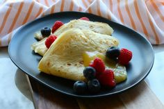 These crepes were created on an afternoon when we had to be at soccer training at pm and I wanted the kids to have something in their tummy before we left. I thought it might be exciting to add some veggies inside. Turns out that flopped (you can only Smoothie Drinks, Smoothie Recipes, Smoothies, Savory Crepes, Egg Whisk, Cooking With Kids, Diabetic Recipes, Whole Food Recipes, Breakfast Recipes