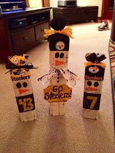 I would change the team of course NFL Wooden Snowman / Choose your favorite team! Snowman Crafts, Fall Crafts, Holiday Crafts, Kids Crafts, Holiday Decor, 3d Christmas, Christmas Projects, Christmas Decorations, Go Steelers