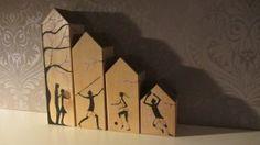 Houten huisjes met beschildering van een sportief gezin. Handgemaakt en beschilderd naar eigen ontwerp.