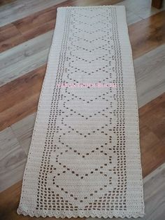 eu que fiz i did Thread Crochet, Filet Crochet, Crochet Doilies, Crochet Home, Hand Crochet, Knit Crochet, Crochet Table Runner Pattern, Crochet Flower Patterns, Crochet Squares