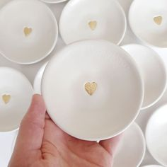 A small white dish with a simple gold leaf metallic heart. The perfect gift for someone who has everything. Ideal to hold rings or earrings when not being worn or just to look pretty on your shelf. A lovely treat, even for you. Diy Air Dry Clay, Diy Clay, Clay Crafts, Tape Crafts, Paper Clay, Clay Art, Jewelry Dish, Clay Jewelry, Clay Christmas Decorations