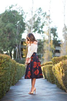 Cute Midi Skirt Outfits Ideas For Summer And Spring Season 15 Petite Fashion, Trendy Fashion, Womens Fashion, Romantic Fashion, Feminine Fashion Style, Jw Fashion, Affordable Fashion, Ladies Fashion, Curvy Fashion