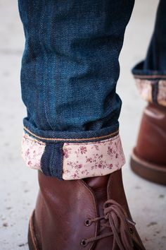 Adorable. Fabric lined cuffs. Must do this to my pairs of jeans that are too long!
