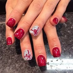 Holiday nails – I don't get manicures, but if I did, I would totally get this! Cute and festive! Holiday nails – I don't get manicures, but if I did, I would totally get this! Cute and festive! Xmas Nails, Get Nails, Fancy Nails, Pretty Nails, Christmas Manicure, Simple Christmas Nails, Christmas Christmas, Christmas Presents, Silver Christmas