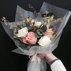 Perfect bouquet of roses How To Wrap Flowers, My Flower, Fresh Flowers, Beautiful Flowers, Flower Wrap, Beautiful Bouquets, Bunch Of Flowers, Spring Flowers, Wild Flowers
