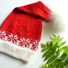 Ravelry: Lang stjernelue - nisselue / Santa hat pattern by MaBe Knitted Poncho, Knitted Hats, Norwegian Christmas, Santa Christmas, Christmas Knitting, Santa Hat, Christmas Inspiration, Hobbies And Crafts, Yarn Crafts