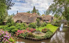 Farms with thatched roofs in Giethoorn Holland - Dit zijn de 9 mooiste (onbekende) steden van Europa! - Manify.nl