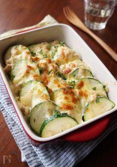ズッキーニのツナマヨチーズ焼き Pescatarian Recipes, Paleo Recipes, Asian Recipes, Cooking Recipes, Dinner Today, Good Food, Yummy Food, Western Food, Oriental
