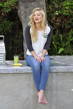Olivia Holt going in her sexy bare feet Olivia Holt, The Most Beautiful Girl, Beautiful Gorgeous, Barefoot Girls, Barefoot Blonde, Teen Actresses, Maisie Williams, Female Feet, Women's Feet