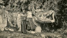 Balinese girls posing at Pura Beji Langon (Underground PFV Uitgeverij) Tags: girls people bali sculpture history statue pose indonesia 1930s asia southeastasia ceremony ritual hinduism sarong kapal badung nederlandsindië traditionalcostumes dutcheastindies buleleng efdbali purabejilangon